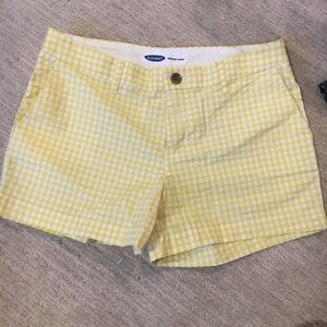 Old Navy gingham shorts size 4 yellow